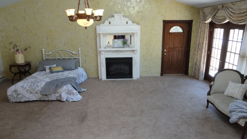 Large Guest Room w electric fireplace