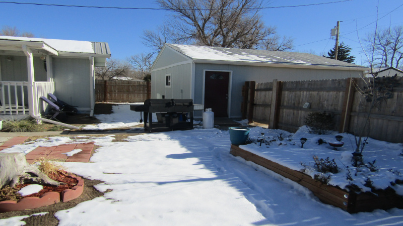 House on left/garage at right