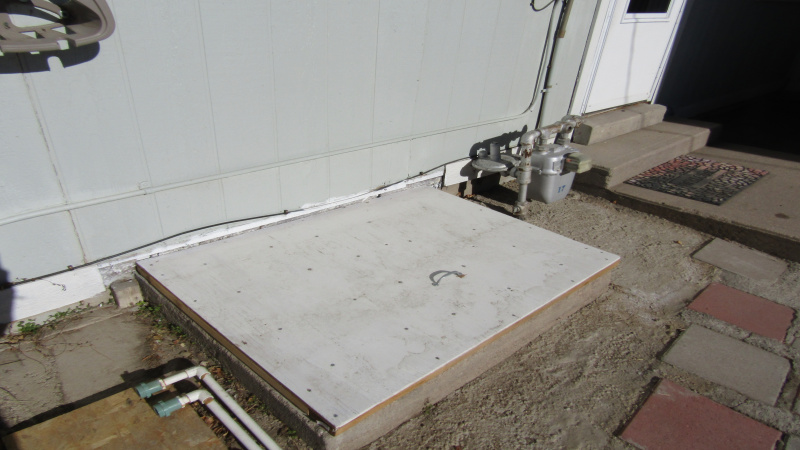 Crawl space access with plenty of head room