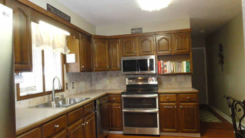 Kitchen/ high quality wood cabinetry