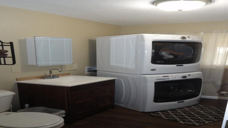 3/4 bath/Laundry off hallway to garage